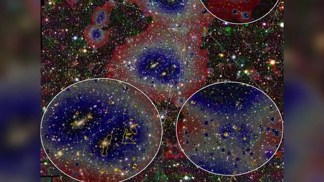 Kính viễn vọng chụp được vật thể lạ hình bộ tóc, trói hàng loạt thiên hà - Ảnh 1.