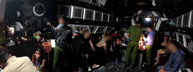 Phát hiện hàng chục người thác loạn tập thể trong karaoke ở quận Bình Tân - ảnh 2