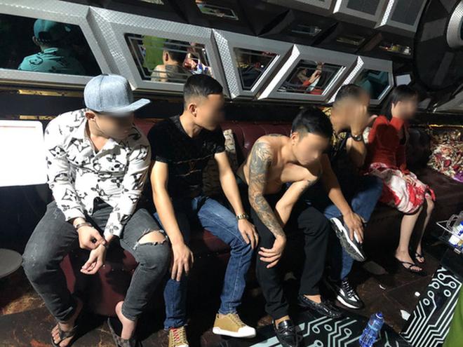 Phát hiện hàng chục người thác loạn tập thể trong karaoke ở quận Bình Tân - ảnh 3