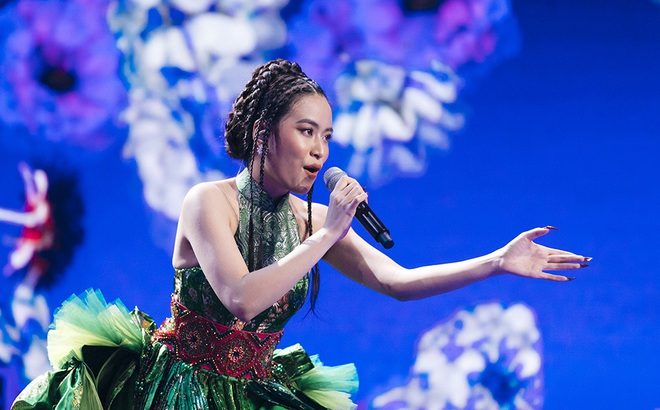 Hoàng Thùy Linh tập luyện tiết mục đặc biệt tặng khán giả