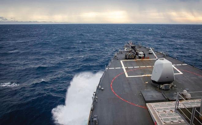 Trung Quốc xua tàu chiến Mỹ ở biển Đông