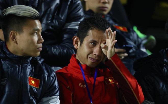 """Biểu cảm của team tuyển thủ nổi tiếng khi bị cho """"ra rìa"""" ở trận tuyển Việt Nam đấu đàn em U22"""