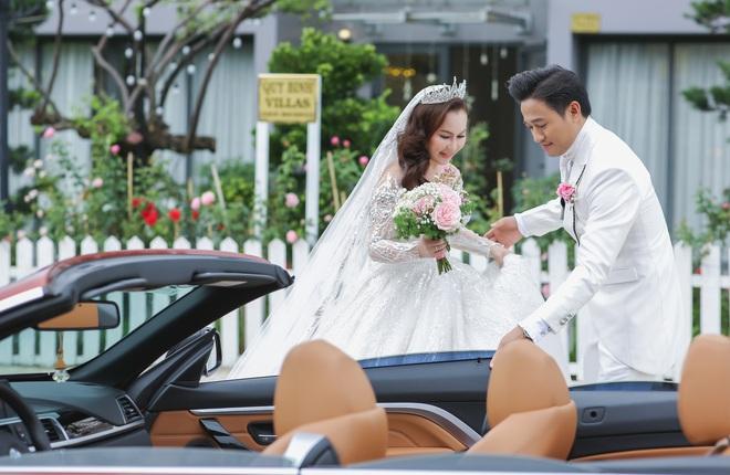 Quý Bình bế bổng vợ tại tiệc báo hỷ ở Phú Quốc và sự cố khó quên - Ảnh 3.