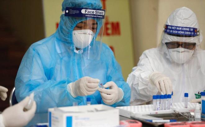Việt Nam thêm 12 ca mắc mới COVID-19, có bệnh nhân về từ Anh