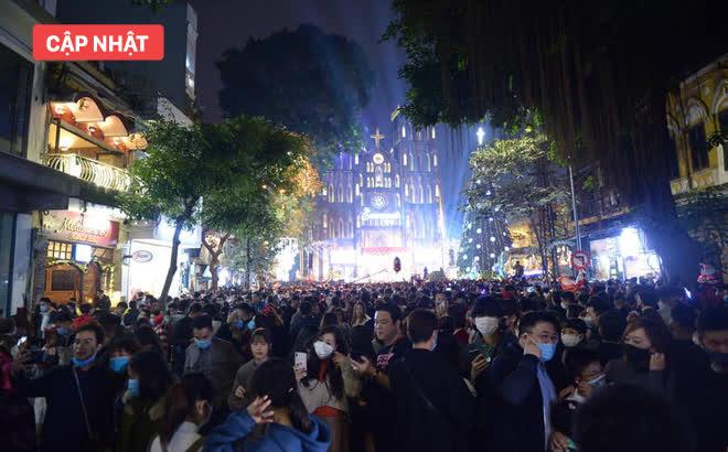 Lễ đón Giáng sinh trên cả nước: Nhiều nhà thờ chật cứng người, đông không thể quay đầu về