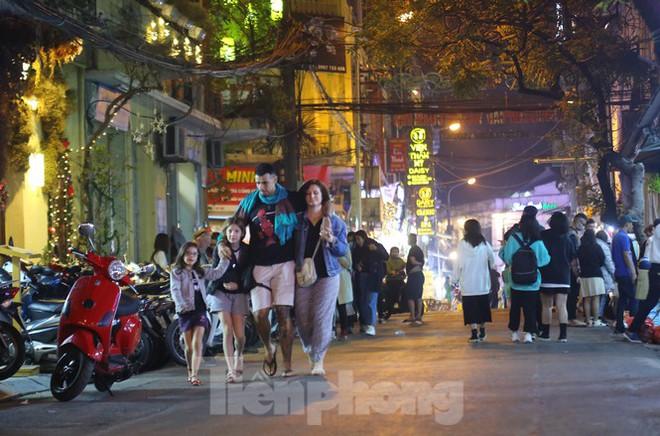 Hà Nội chính thức mở rộng không gian đi bộ trong phố cổ - Ảnh 11.