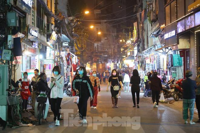 Hà Nội chính thức mở rộng không gian đi bộ trong phố cổ - Ảnh 7.