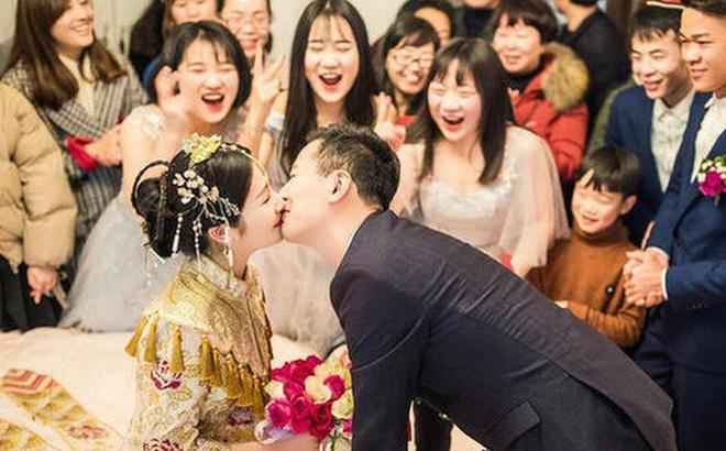 """Hạnh phúc lạ lùng của mối hôn sự """"hai bên cùng cưới"""" - trào lưu kết hôn mà chẳng khác gì ly hôn của giới trẻ Trung Quốc"""