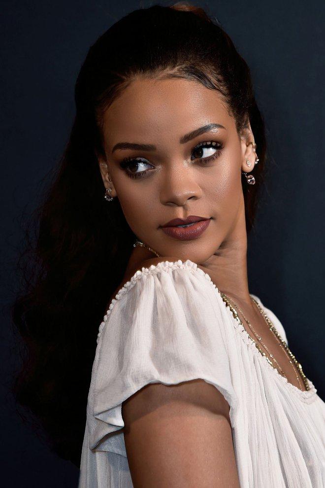 Theo đuổi giấc mơ và bài học đắt giá của ca sĩ giàu nhất thế giới - Rihanna - Ảnh 1.