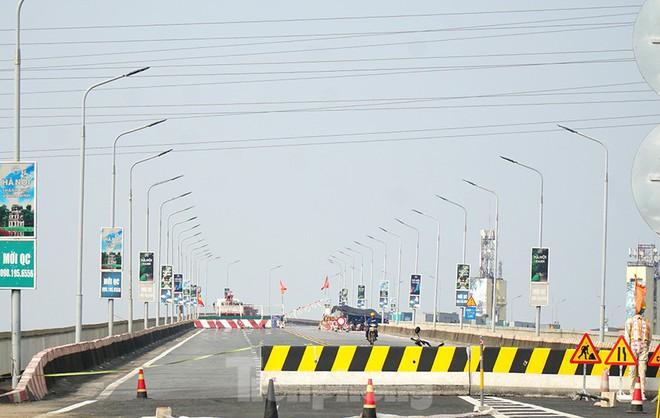 Cận cảnh đại công trường sửa chữa mặt cầu Thăng Long trước ngày thông xe - Ảnh 14.