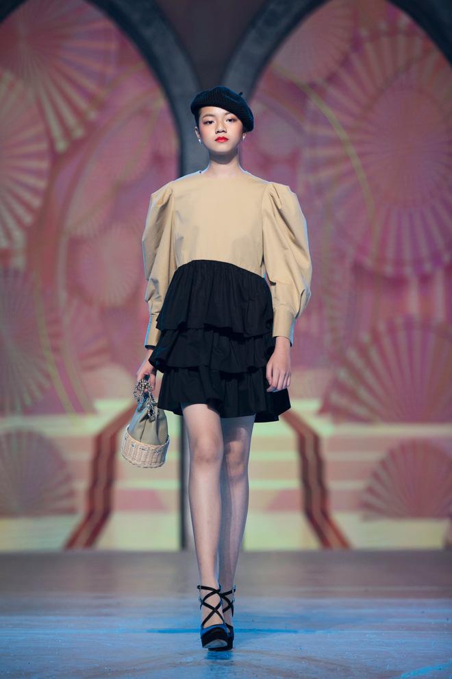 Nhan sắc của Lily Trương trên sàn catwalk - Ảnh 3.