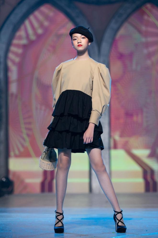 Nhan sắc của Lily Trương trên sàn catwalk - Ảnh 2.