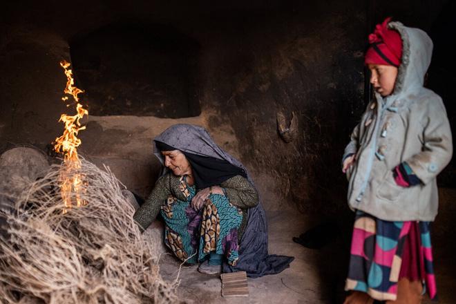 Đàn ông bị bắn chết hoặc treo cổ: Thảm cảnh u ám đến thương tâm tại làng góa phụ ở Afghanistan - Ảnh 2.
