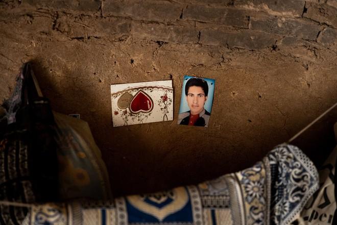 Đàn ông bị bắn chết hoặc treo cổ: Thảm cảnh u ám đến thương tâm tại làng góa phụ ở Afghanistan - Ảnh 1.