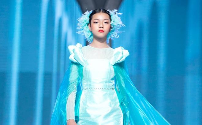 Nhan sắc của Lily Trương trên sàn catwalk