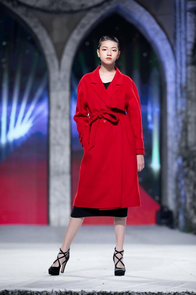 Nhan sắc của Lily Trương trên sàn catwalk - Ảnh 5.