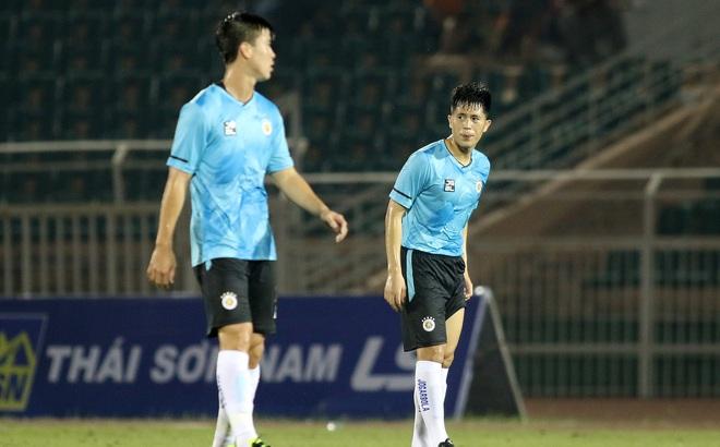 """Duy Mạnh lại là """"tội đồ"""", Quang Hải, Văn Quyết không cứu nổi CLB Hà Nội khỏi trận thua mất mặt"""