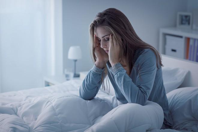 9 điều các chuyên gia hàng đầu không bao giờ làm trước khi ngủ - Ảnh 3.