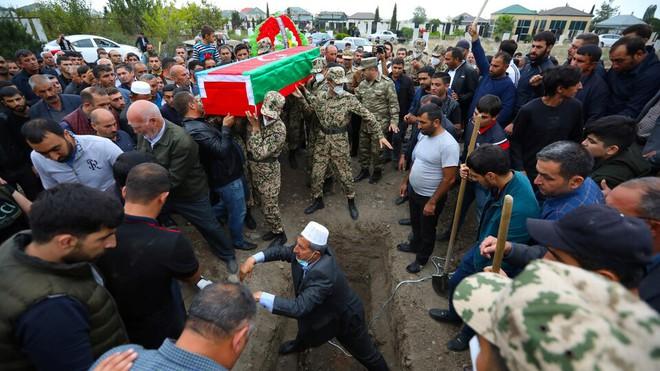 Azerbaijan công bố thương vong ở Karabakh: Quân Armenia có nhận ra sự thật cay đắng? - Ảnh 1.
