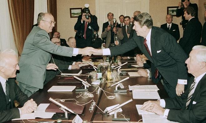 Reagan và Gorbachev đã gặp nhau, tránh được Thế chiến 3 như thế nào? - ảnh 5