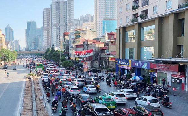 Cận cảnh cao ốc 'nhấn chìm' con đường BT Hà Nội