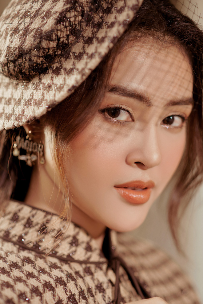 Á hậu Lý Kim Thảo mặc kín đáo vẫn quyến rũ - Ảnh 10.