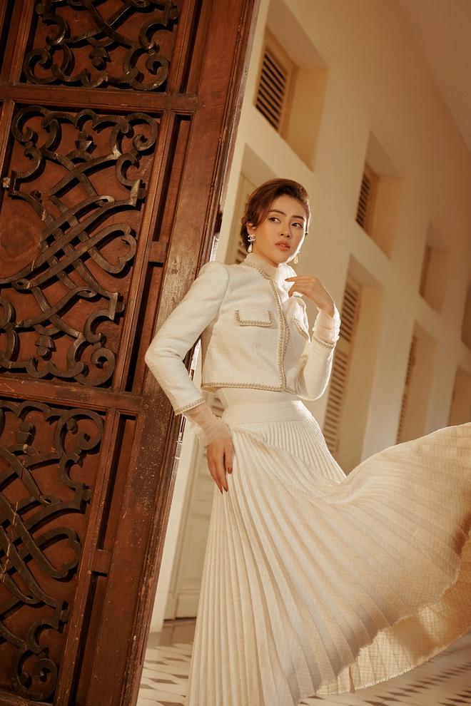 Á hậu Lý Kim Thảo mặc kín đáo vẫn quyến rũ - Ảnh 5.