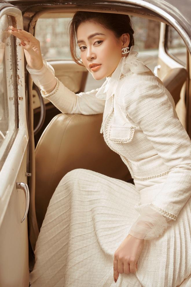 Á hậu Lý Kim Thảo mặc kín đáo vẫn quyến rũ - Ảnh 4.