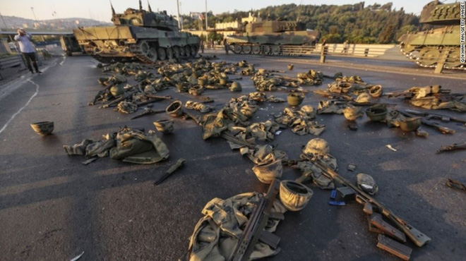 Hé lộ lý do Thổ cố chịu đấm ăn xôi với S-400 Nga: Cuộc đảo chính và cú trả đòn vào Mỹ? - Ảnh 5.