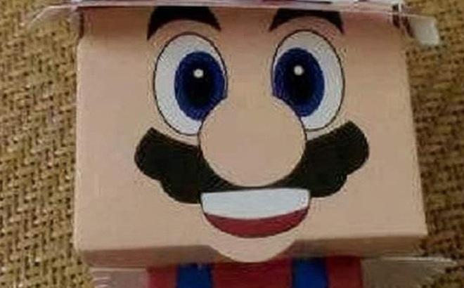 Bỏ chục triệu mua đồ cho con chơi đổi quà trên lớp, bà mẹ giãy đành đạch vì chỉ nhận lại được con búp bê giấy