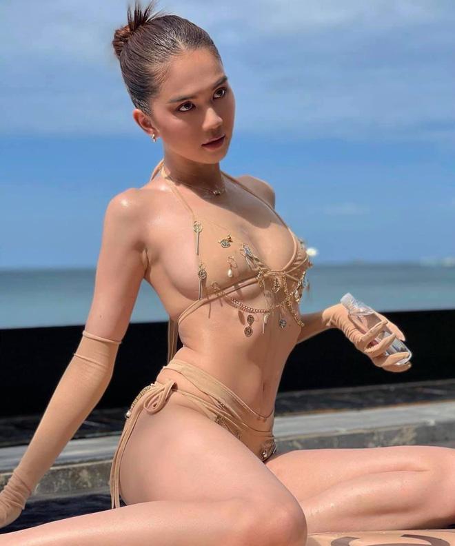 Ngọc Trinh diện bikini nóng bỏng, dân mạng lập tức so sánh với Chi Pu - Ảnh 11.