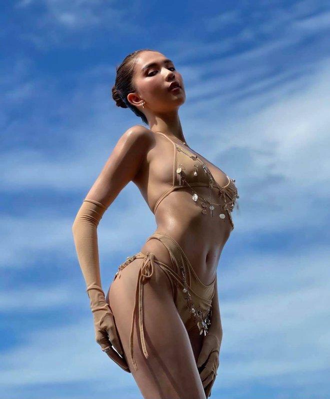 Ngọc Trinh diện bikini nóng bỏng, dân mạng lập tức so sánh với Chi Pu - Ảnh 2.