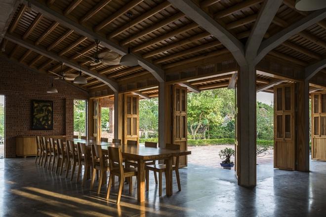Ngôi nhà bằng gỗ xoan bề thế giữa vùng rừng cọ đồi chè nổi bật trên báo Mỹ - Ảnh 9.