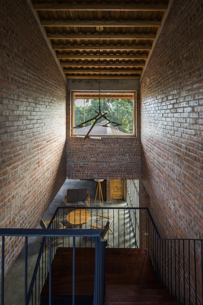 Ngôi nhà bằng gỗ xoan bề thế giữa vùng rừng cọ đồi chè nổi bật trên báo Mỹ - Ảnh 4.