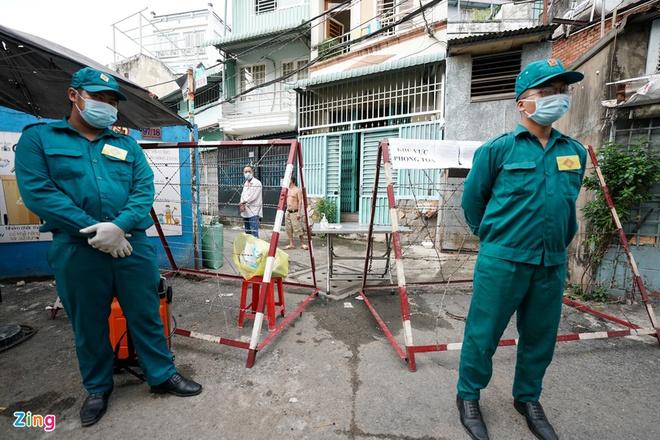Dịch Covid-19 ngày 4/12: Phong tỏa một số hộ dân tại quận Gò Vấp; Tây Ninh cách ly 2 nữ sinh - Ảnh 1.