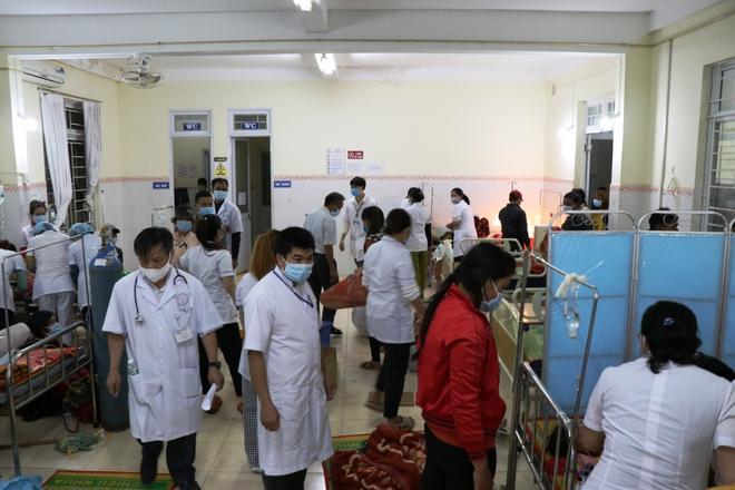 153 người nhập viện do ăn xôi: Đoàn từ thiện nấu xôi từ hôm trước  - Ảnh 2.