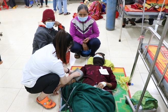 153 người nhập viện do ăn xôi: Đoàn từ thiện nấu xôi từ hôm trước  - Ảnh 1.