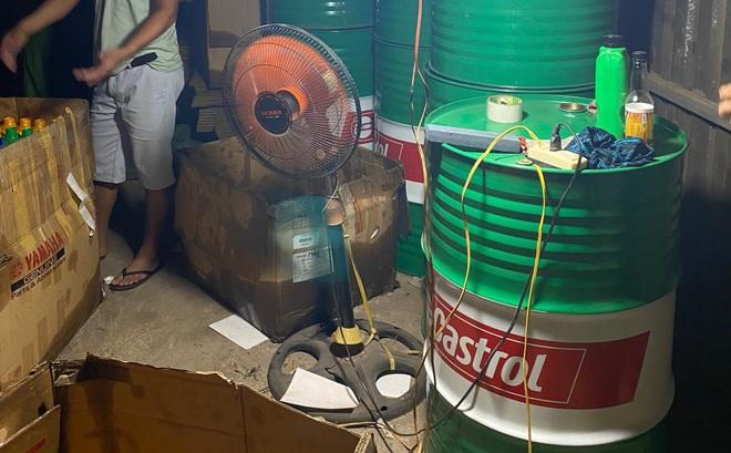 Triệt phá đường dây sản xuất dầu nhớt giả mang nhãn hiệu nổi tiếng như Castrol, BP, Petrolimex ở Sài Gòn