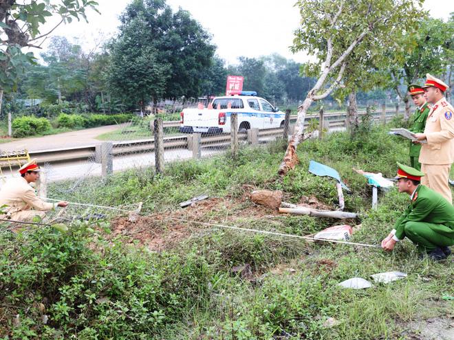 Lái xe bán tải đâm chết người rồi bỏ trốn thì tiếp tục gây tai nạn liên hoàn - Ảnh 1.