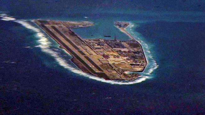 Báo Trung Quốc: Đảo nhân tạo ở biển Đông dễ bị tấn công  - Ảnh 2.