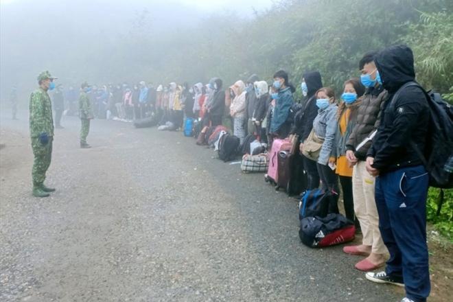 117 công dân nhập cảnh trái phép từ Trung Quốc vào VN; Vaccine ngừa COVID-19 do VN sản xuất: Khi nào có thể tiêm đại trà? - Ảnh 1.