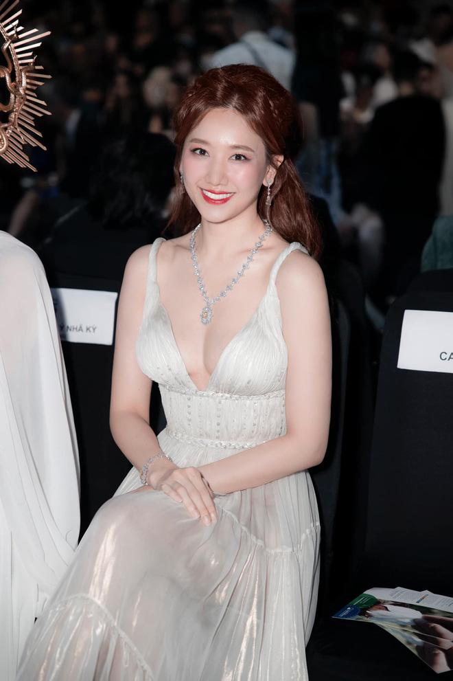 Hari Won mặc trang phục táo bạo - Ảnh 2.