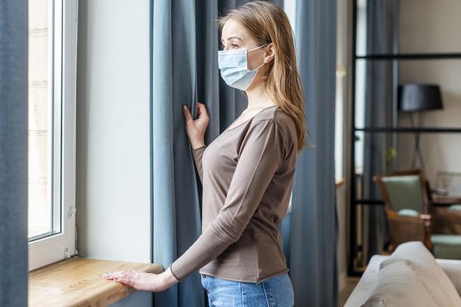 Giữa lúc Mỹ đang kiệt quệ vì COVID-19, CDC giảm thời gian tự cách ly xuống 7-10 ngày - Ảnh 1.