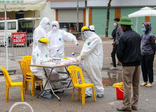 Ai sẽ là người được tiêm thử nghiệm vắc xin ngừa COVID-19 tại Việt Nam?; Hai người Trung Quốc nhập cảnh trái phép âm tính lần 1 với SARS-CoV-2 - Ảnh 1.