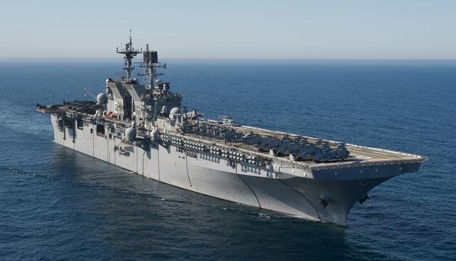 Khám phá sức mạnh 2 siêu tàu đổ bộ Mỹ đang đến Biển Đông - Ảnh 1.