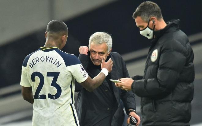 """Hạ gục Arsenal bằng """"song kiếm hợp bích"""", Mourinho ngạo nghễ đứng đầu Premier League"""