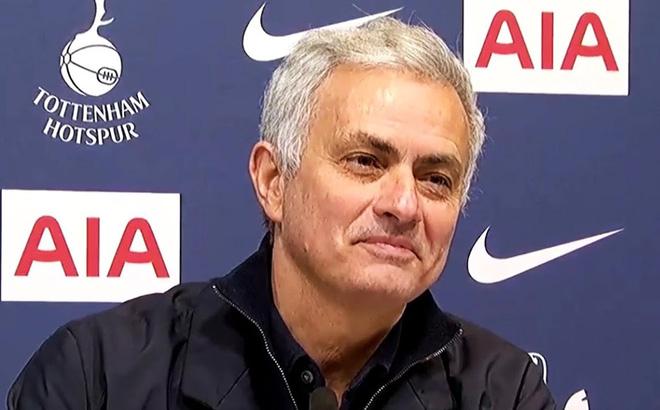 Tottenham giành lại ngôi đầu Premier League, HLV Mourinho vui nhất điều gì?