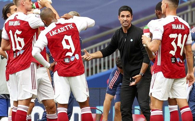 """Đội hình Arsenal họp khẩn, cầu thủ """"đấu tố"""" lẫn nhau"""