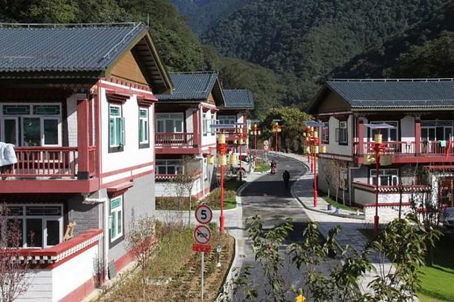 Có chuyện gì với ngôi làng TQ ở nơi hiểm yếu bị Ấn Độ tố xâm phạm Bhutan, Bhutan lại chối đây đẩy? - Ảnh 1.