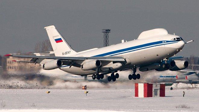 Máy bay chỉ huy chiến tranh hạt nhân của Tổng thống Nga bị đột nhập: Kẻ nào dám to gan? - Ảnh 1.